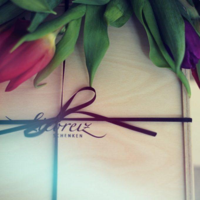 Nach Saison oder Geschenk passen wir die Geschenkverpackung individuell an - wunderschöne Geschenke entstehen!