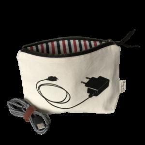 Der coole Kabel-Bag personalisierbar von Bag-All ist ein tolles Geschenk für Männer und Frauen, Jungs oder Mädchen. Stilvoll Schenken leicht gemacht mit Liebreiz.ch.