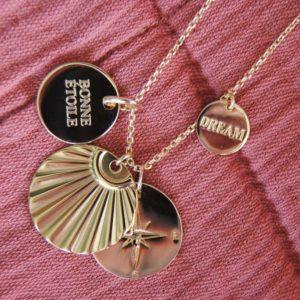 Schöne, sommerliche, goldene Halskette mit Amuletts