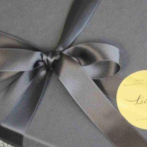 wunderschöne Geschenkbox schwarz und edel.