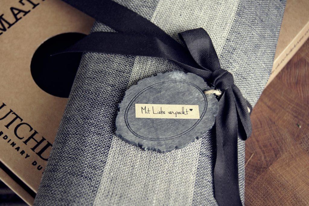 Es sind die kleinen Dinge, die grosse Ausstrahlung besitzen. Wir verpacken jedes Geschenk mit Hingabe zum Detail.