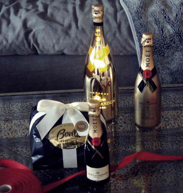 Festlich darf es um Weihnachten zu und her gehen: Zu einer Einladung an Weihnachten ist Champagner oder Panettone immer richtig!