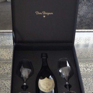 Ein exklusives Champagner Geschenk das für ein grosses Fest oder einen feierlichen Anlass genau das Richtige ist.