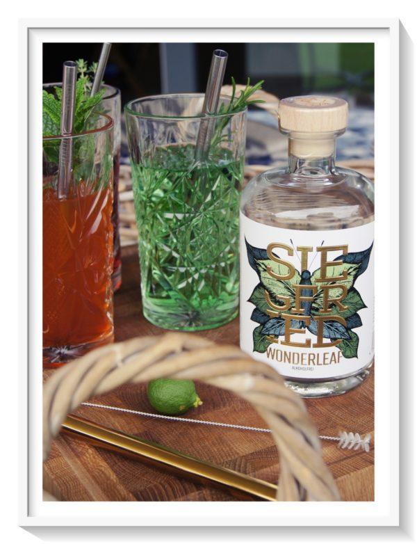 Ein schönes Duo geben die zwei ab, der Wonderleaf Gin ohne Alkohol von Siegfried mit den stylischen Trinkhalmen von Lastra.