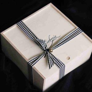 Jedes Geschenk mit Liebe ausgewählt und verpackt, bieten wir Ihnen auch den Druck Ihrer eigenen Worte auf eine schöne Karte an.
