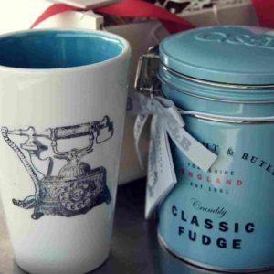 Wunderschöne handgemachte Tasse mit edlen Biskuits