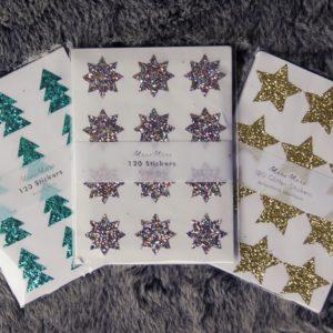 Den eigenen Schliff auf der Weihnachtspost verpasst mein leicht und schön glitzernd mit diesen tollen Stickern als Tanne oder Stern.