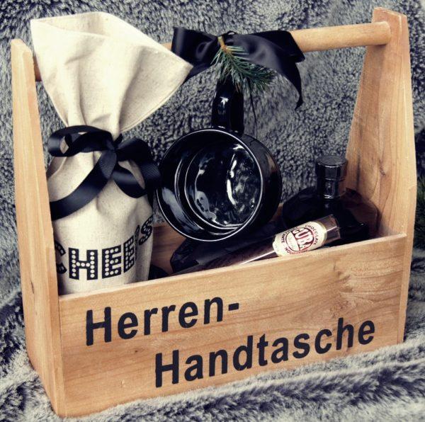 Diese Herren-Handtasche ist das Pendant zur Taschenliebe für Frauen und somit das Weihnachtsgeschenk für Männer schlechthin.