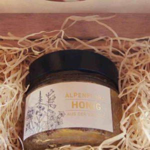 Kleine Holzbox mit Schweizer Honig