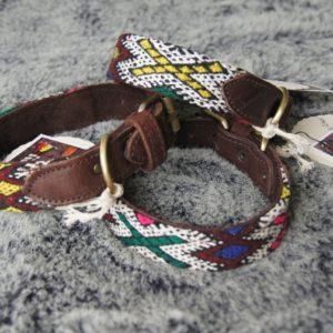 Wunderschön sind die Details der Hundehalsbänder von Silvia Gattin.