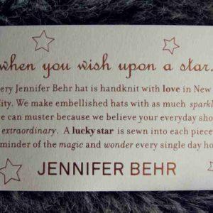 Wer die wunderschönen Mützen von Jennifer Behr aus New York trägt, wird zum Star - das ist ganz klar.