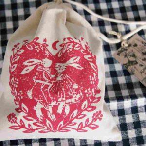 Hasentanz heisst das in der Schweiz designte und handgemachte Kräuter-Duftkissen