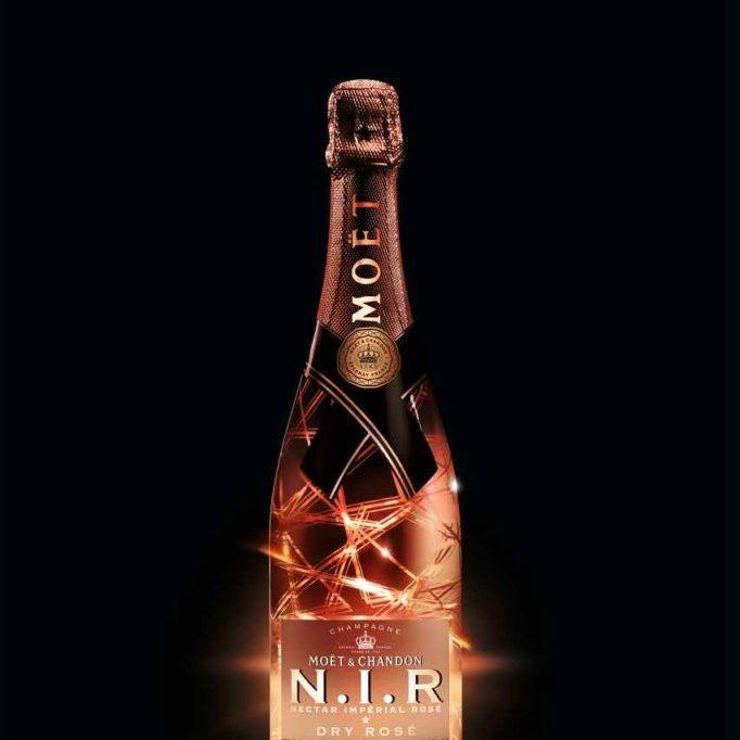 Beleuchteter Rosé Champagner von Moet & Chandon ist für einen Geburtstag, für's Neujahrsfest oder einen speziellen Anlass das Richtige.