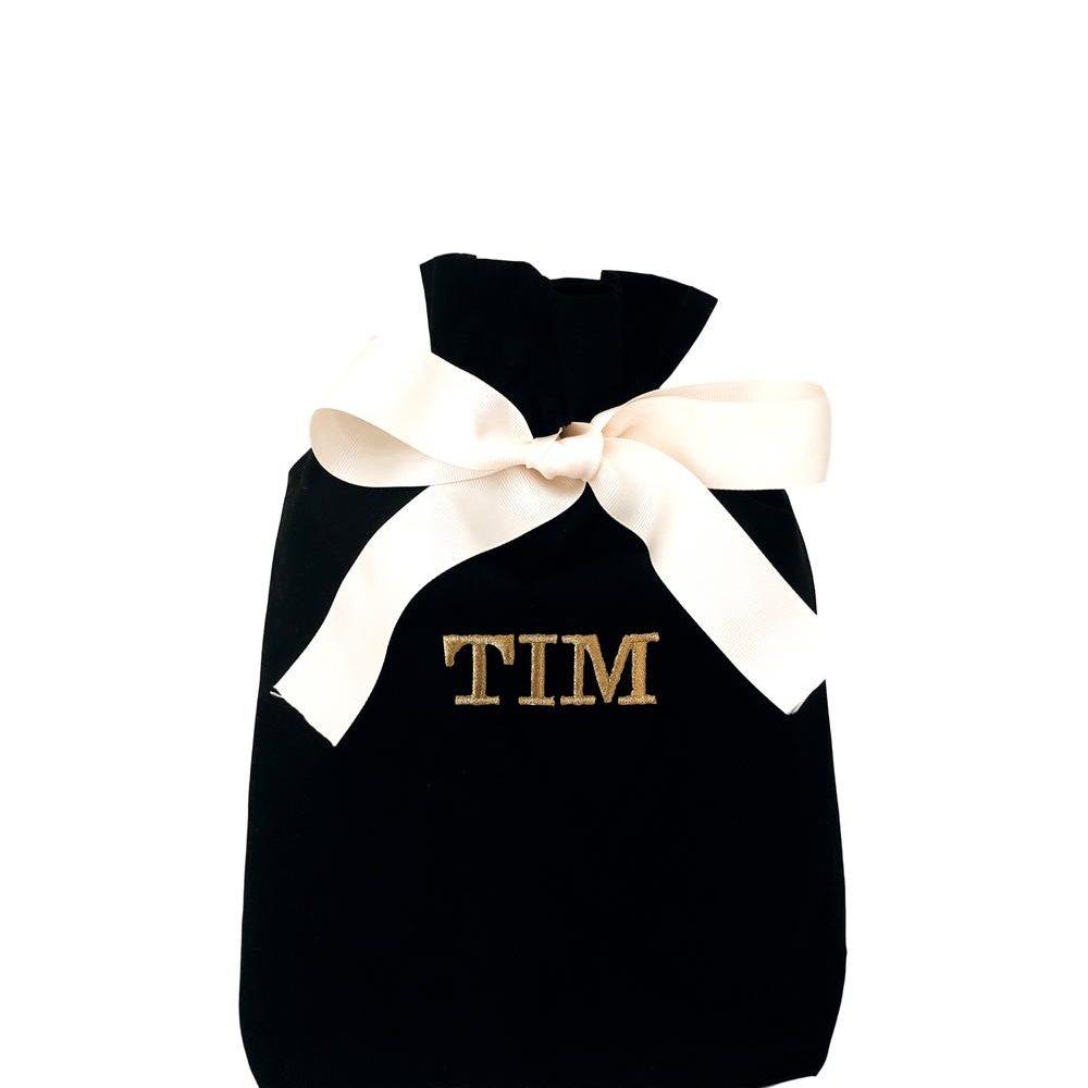 Der schwarze Stoffbeutel ist einer der schönen Geschenksäcke, der bei Liebreiz.ch personalisiert werden kann.