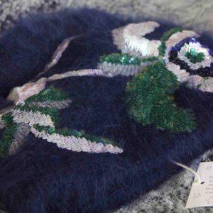 Diese exklusive Winter-Mütze von Jennifer Behr aus New York lässt Sie in ein Winter-Märchen eintauchen.
