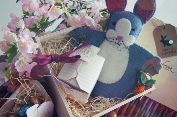 Immer wieder freuen wir uns über neue saisonale Geschenke z.B. für den Frühling. Wir packen Ihnen diese besondere Stimmung in ein liebevoll zusammengestelltes Paket und verschicken es nur für Sie. Gerne laden wir Sie ein zum Stöbern in unserer saisonal angepassten Auswahl.