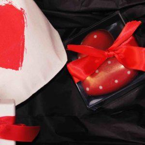 Goldene Kette in Herzbag mit Herz Schokolade