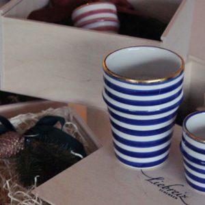 Die schönen Tassen sind handgemalten, gestreift mit Goldrand versehen: Ein Geschenk für Menschen, die die schönen Dinge auch im Alltag geniessen!