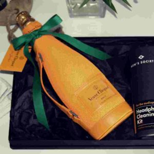 Veuve Cliquot Ice-Jacket mit Headphone Cleaning Kit