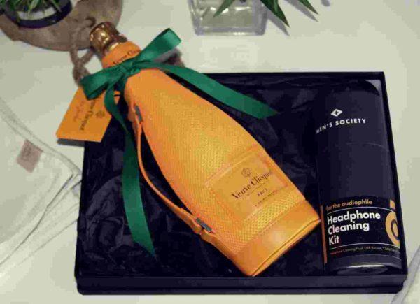 Veuve Cliquot Ice-Jacket mit Headphone Cleaning Kit
