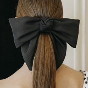Für festliche Anlässe kreiert Jennifer Behr aus New York handgemachte Haaraccessoires. Zeitlos und modisch!