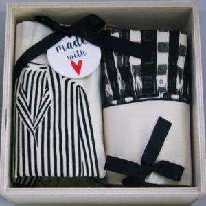 Liebevoll zusammengestellte Geschenke, wie dieses hier für Paare, finden Sie in unserem Online Shop für stilvolles Schenken.