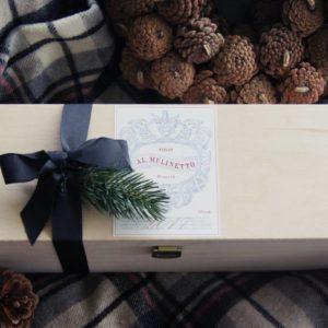 Der tolle Merlot aus dem Tessin kommt bei Liebreiz.ch in der schönen Holzbox als Geschenk zu Ihnen oder dem Beschenkten