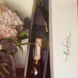Herrlich mundender Rosé Champagner von MOET CHANDON mit Swizzle; ein besonderes Dankeschön