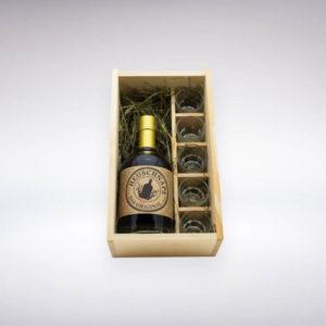 Heuschnaps Original mit Gläsern in Holzbox bietet sich als Gastgeschenk oder zum Après Ski oder als Geburtstagsgeschenk für gesellige, Erwachsene an.