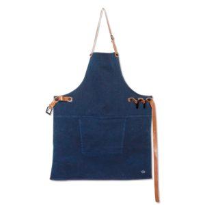 Die lässige blaue Kochschürze kann Mann sowie auch Frau tragen. Dieses kultige Teil kann bei uns personalisiert werden. So entsteht ein wunderschönes, cooles Geschenk.