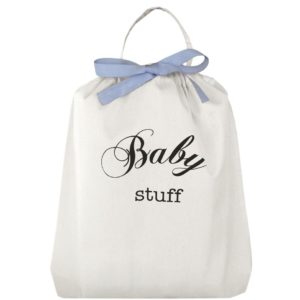 Der süsse Baby Stuff Geschenk-Beutel mit hellblauer Masche kann zuerst als Geschenkbeutel benutzt werden und anschliessend als Aufbewahrungs-Täschchen wiederverwendet werden. Personalisierbar!