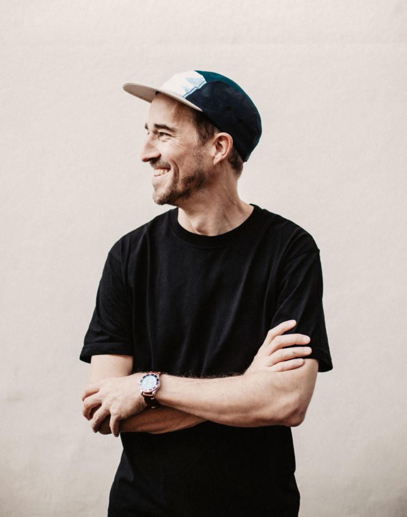 Dies ist Matthias Waser, der Gründer von Kollegg. Der Gründer der tollen Schweizer Marke für Taschen und Bag's, welche bei uns personalisierbar sind.