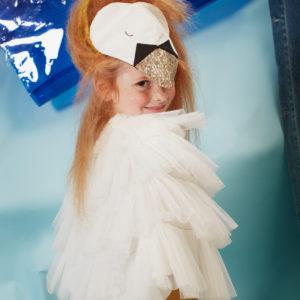Das wunderschöne Schwanenkostüm von Meri Meri verwandelt jede Kind in eine Schwanenkönigin. Alles zum stilvollen Verkleiden bei uns!