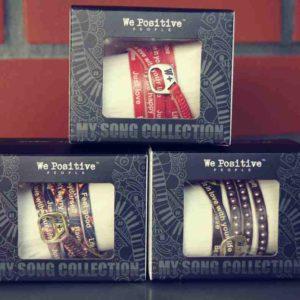 Ein kleiner Aussteller für jeden Tag, sind die beschrifteten Leder-Arbänder von W+.