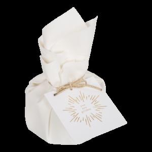 Eine Kerze mit dem passenden Anhänger von Moments of Light ist zu jedem Anlass ein schönes Präsent.