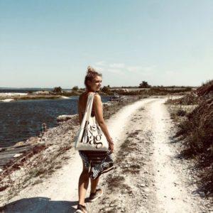 Die stylische Schulter-Tasche aus Baumwolle von Bag-All ist gleichsam ein Statement für die Natur.
