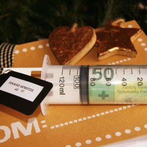 Stilvolle Verpackung darf nicht fehlen, um Ihr Geldgeschenk in unserer Finanzspritze zu überreichen.