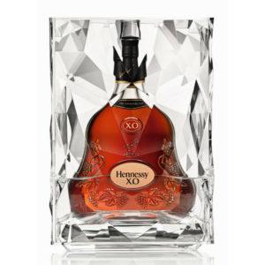 Ein Eiskübel ist gleichermassen die stylische Geschenkverpackung des feinen Hennessy Cognac XO, Zange inklusive