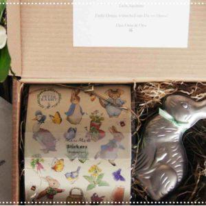 Osterhase aus Blech gefüllt mit Ostereier und Stickern